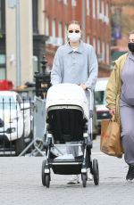 Gigi Hadid Heads o Washington Square Park with her daughter in New York City