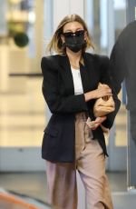 Hailey Baldwin/Bieber Dons a classy and stylish look leaving the doctor
