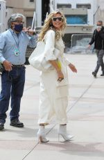 Heidi Klum Is all smiles as she arrives on the set of America