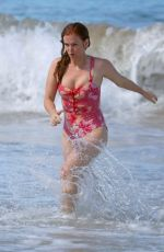 Isla Fisher Hits the beach on the South Coast, Sydney