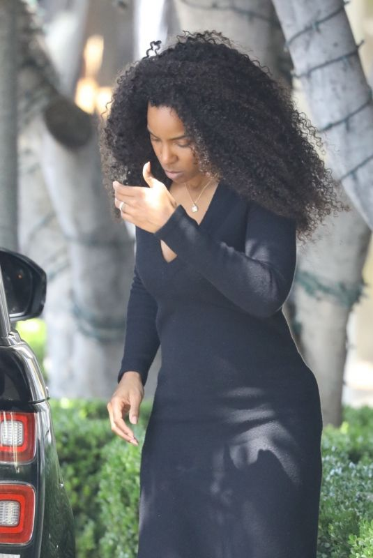 Kelly Rowland Shows off her incredible post-baby body after her 2nd child