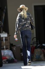 Laeticia Hallyday Shows up at the house she is selling in Brentwood