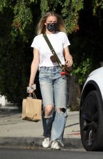 LeAnn Rimes Dresses down in denim for a trip to Roil Salon in Beverly Hills