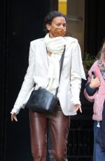 Liya Kebede Eats lunch with her boyfriend and his daughter at Sant Ambreous in Soho in New York City