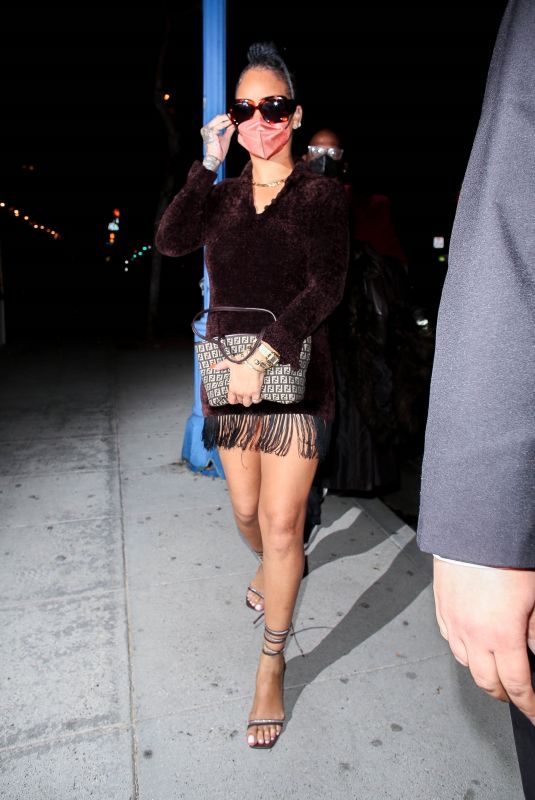Rihanna Heading out to dinner in Los Angeles