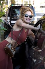 Rita Ora Flaunts her toned abs after wrapping up another Gym sesh
