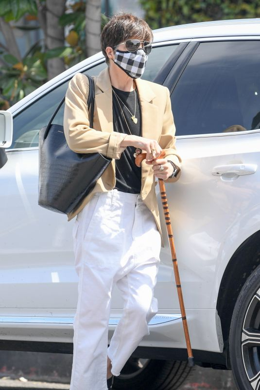 Selma Blair Meets up with boyfriend Ron Carlson for coffee on Melrose Place in West Hollywood