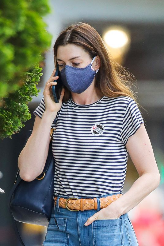Anne Hathaway Out in New York