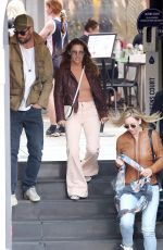 Elsa Pataky Hangs out with Chris
