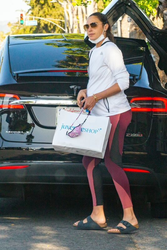Gal Gadot Out shopping in Studio City