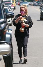Hilary Duff Has her hands fun during a snack run