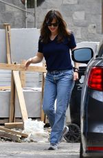 Jennifer Garner Shows her parents the construction of her new home in Brentwood