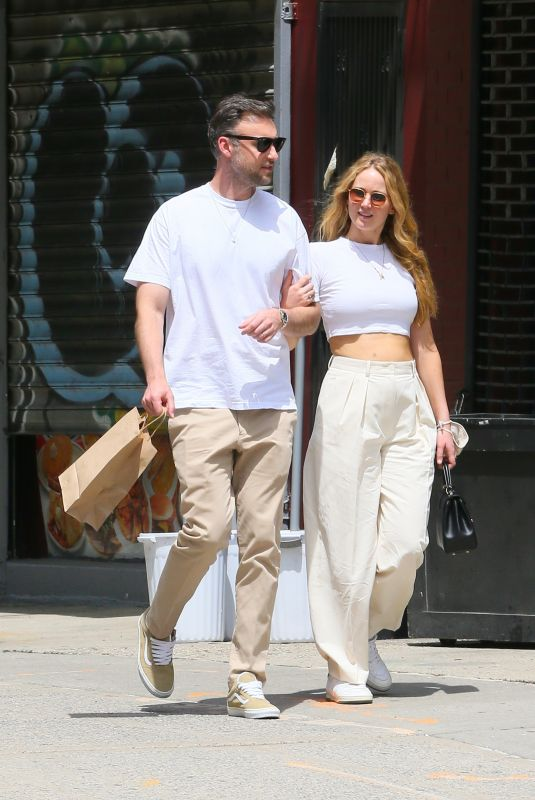 Jennifer Lawrence Out with her husband in New York