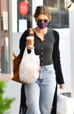 Katherine Schwarzenegger Goes on a food run at the Pacific Palisades Market