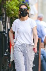 Katie Holmes Keeps it simple during a morning stroll through New York