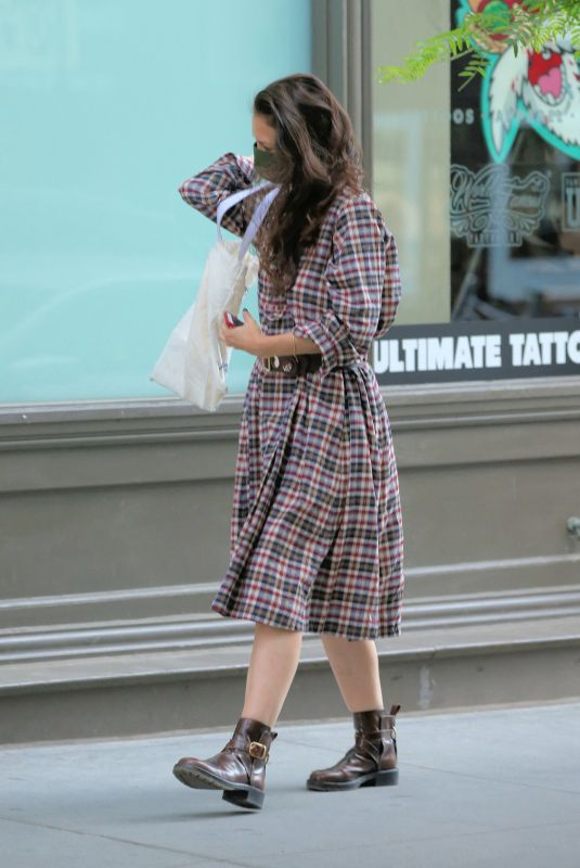 Katie Holmes Shopping in New York