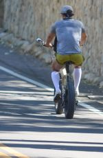 Katy Perry And Orlando Bloom go for an afternoon bike ride with their eight-month-old daughter Daisy around Santa Barbara
