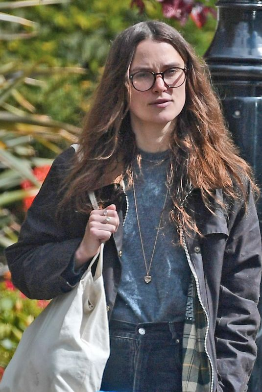 Keira Knightley Looked dressed down in casual attire as she enjoyed a day out in Bromley