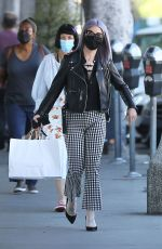 Kelly Osbourne Is seen giving a homeless man some cash while she is out shopping in Larchmont Village in Los Angeles