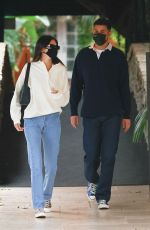Kendall Jenner Arrives at the Bel Air Hotel in Los Angeles