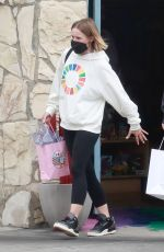 Kristen Bell Out shopping with family in Los Feliz