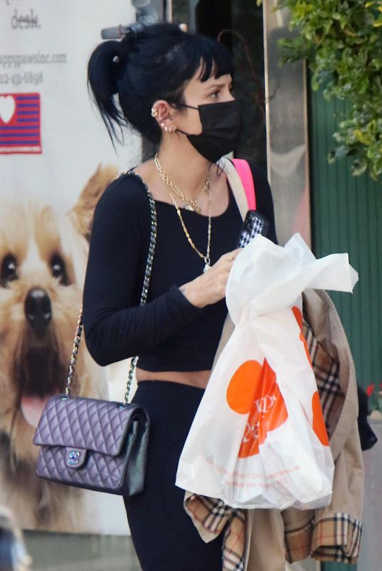 Lily Allen During her Friday errands at the Happy Paws pet store in NYC