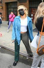 Miley Cyrus Takes dozens of pictures with her fans in New York