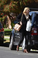 Mischa Barton Heading to a friends house in Los Angeles