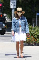 Reese Witherspoon Stops by the Country Mart in Brentwood