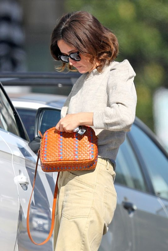Rose Byrne Enjoys a picture-perfect family moment in Sydney