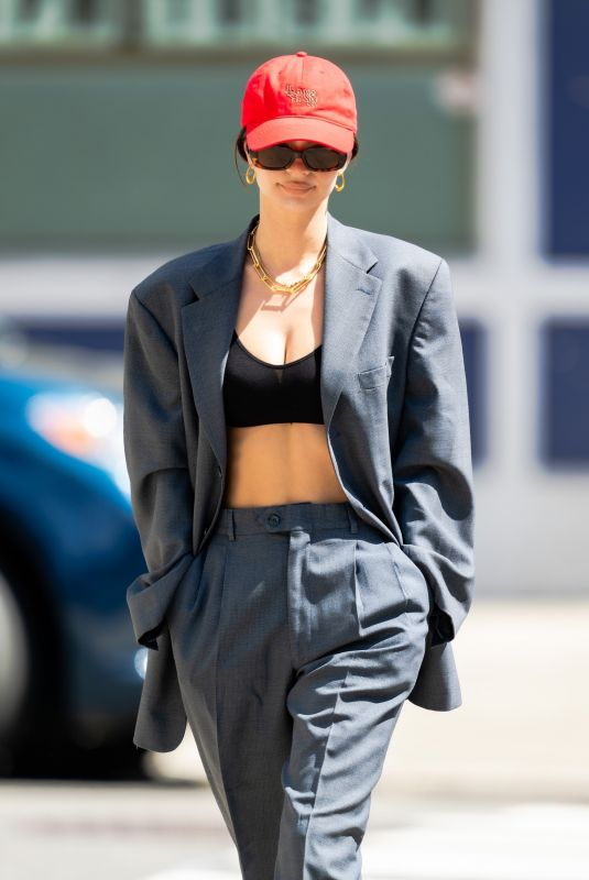 uhq - emily ratajkowski out in nyc 5/25/21 | celebrityparadise - hollywood , celebrities , babes & more