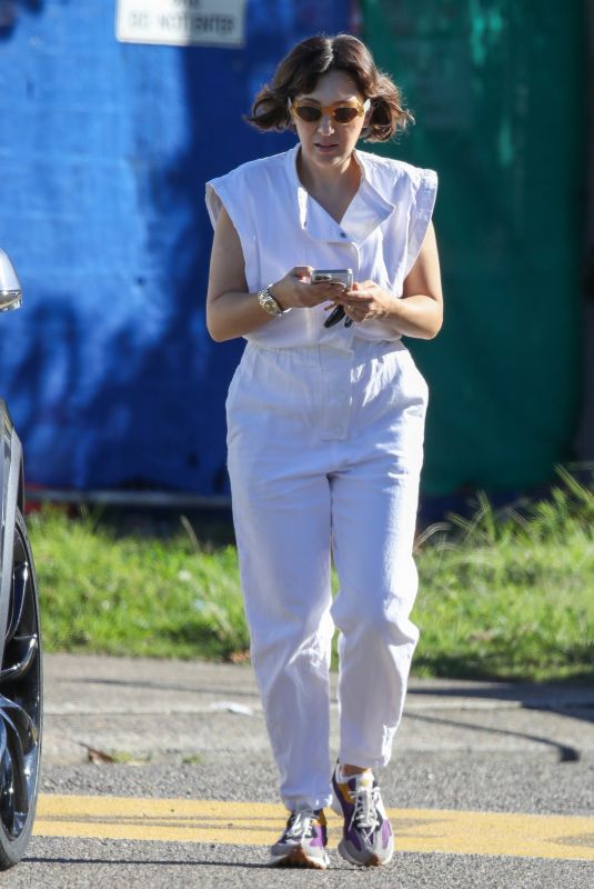 Zoe Blake Foster Pictured wearing an all-white linen outfit while out and about in Sydney