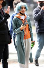 """Zoe Kravitz Spotted with neon blue hair while filming her latest film """"Kimi"""" in Seattle"""