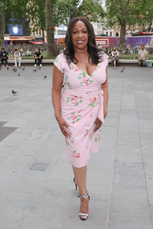 Angie Greaves Arrives for Premiere of The Hitman