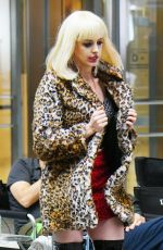 """Anne Hathaway Films a scene for """"WeCrashed"""" in New York"""