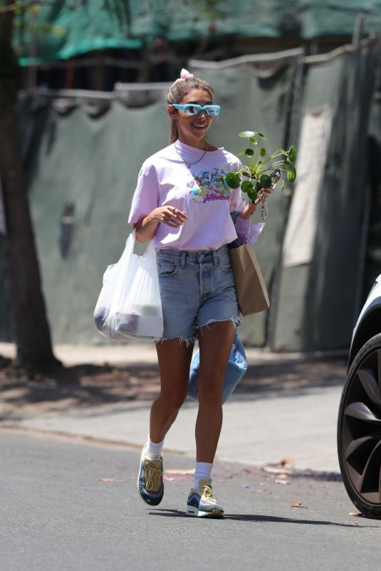 Chantel Jeffries Out shopping at the Farmers Market on Melrose Place in West Hollywood