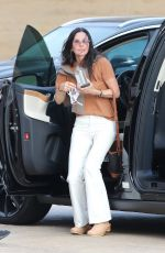 Courteney Cox Arrives for a meal with friends at Nobu in Malibu