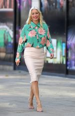 Denise Van Outen Arriving at Leeds Dock Studios for her appearance as a presenter on the Channel 4 show Stephs Packed Lunch