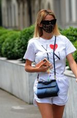 Diletta Leotta Returns home alone on foot after work in Milan