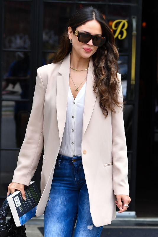 Eiza Gonzalez Checking out of her hotel in NYC
