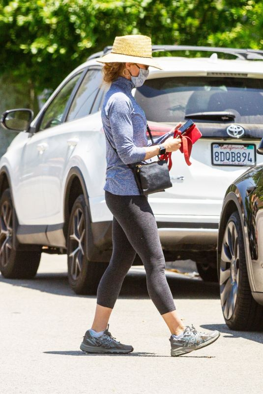 Felicity Huffman Steps out with her pooch on Memorial Day