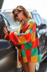 Hailey Baldwin / Bieber Wraps up her usual pilates workout in West Hollywood