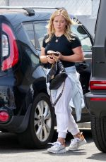 Hilary Duff Heading into a private gym in Studio City