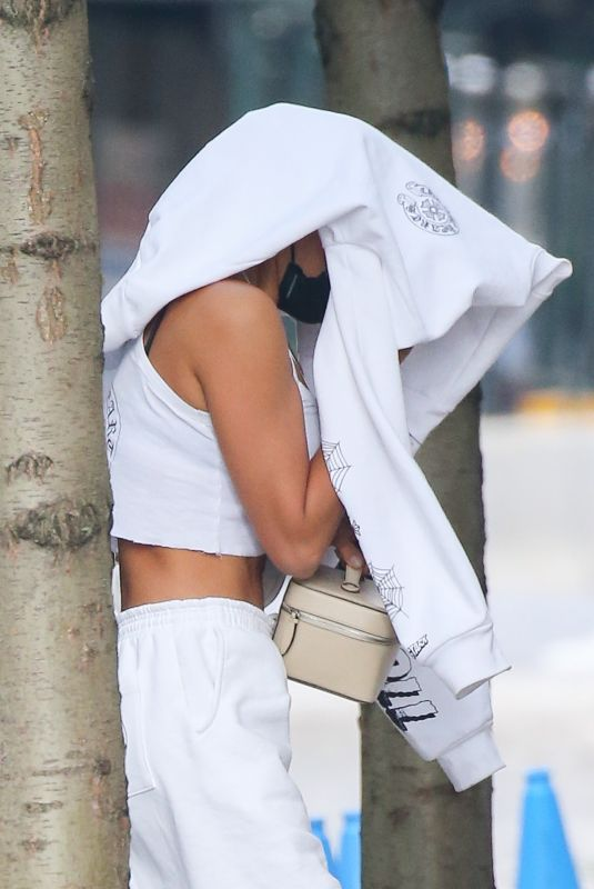 Irina Shayk Hides her face while arriving back home after photos with Kanye West in France