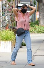 Jennifer Garner Takes her look-a-like daughter Violet to a hair salon in Brentwood
