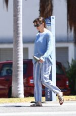 Jennifer Garner Takes her son Samuel to a playdate on the beach with friends in Santa Monica