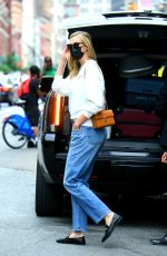 Karlie Kloss And husband Joshua Kushner pack their bags for a trip out of town in New York