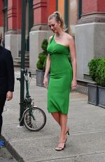 Karlie Kloss Looks great in green as she steps out for the evening in Brooklyn
