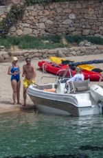 Kate Hudson Enjoys a boat ride while vacationing in Greece