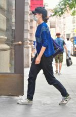 Katie Holmes Arrives at her apartment building in New York